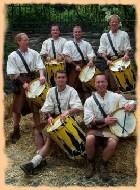 """Anlässlich des """"Mittelalterlichen Spectaculums"""", Oberwesel 2002, entstand die Trommlergruppe TAMBURO INDIAVOLATO."""